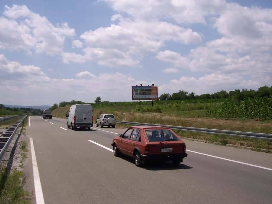 KG ulaz u Kragujevac na 2km ispred kruznog toka sa krstom od Auto puta i Batocine za klijent