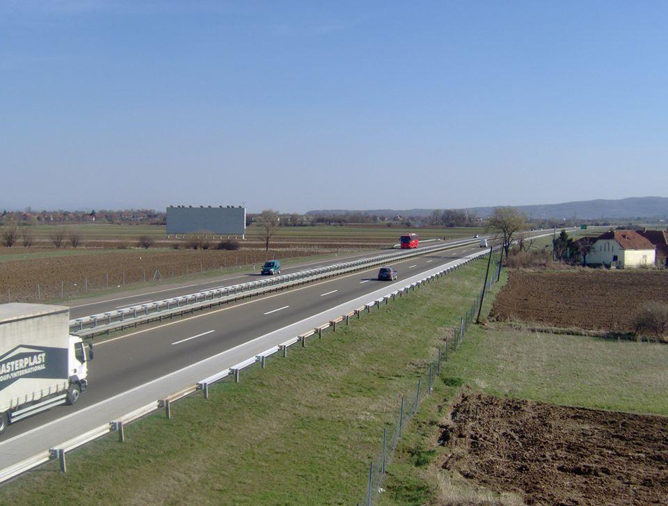 Lokacija Auto put Niš-Beograd kod isključenja za Jagodinu. Veličina 31x10 m